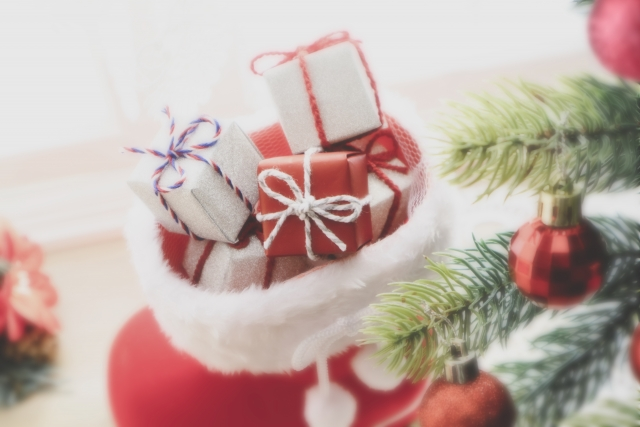 クリスマスの靴下の中のプレゼント