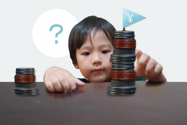 コインを積み上げる子供